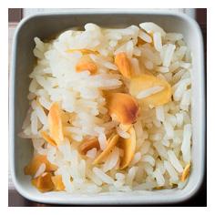 quente_acompanha_arroz_amendoas